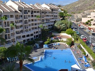 Amazing apartment in Los Cristianos, complex Castle Harbour. Heated pool.