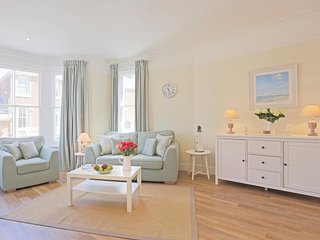 The Pier -Suffolk House: Luxurious , central apartment with fantastic sea views