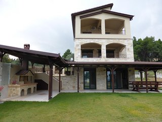 R49 Excellent maisonette in Glarokavos!