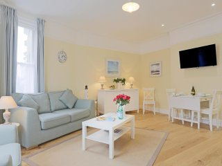 The Blyth - luxury hotel style,central apartment with fantastic sea views