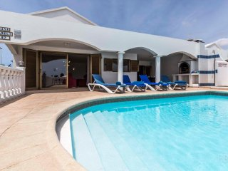 Casa Jameli, 4 Bedroom Villa with Heated Pool, Located near to Flamingo Beach