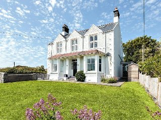 1 Tirionfa - Beautiful house in Trearddur Bay - Max 4 households due to CV 19