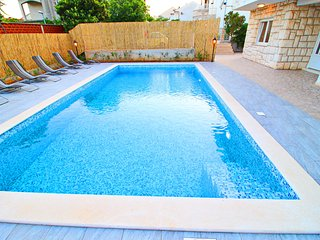 Holiday Home Kosta - Six Bedroom Holiday Home with Pool and Patio