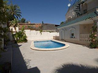 FAntastica villa en Alicante con wifi, piscina y playa a 5 minutos