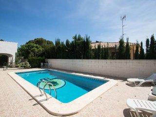 Fantastico, cómodo y amplio villa  de 9 plazas, wifi y piscina propia!