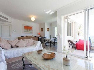 Royal Palm 137- Stunning 2 Bedroom Flat with Sea View, Cannes