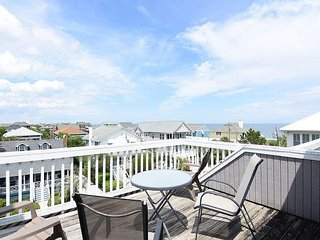 Girman-Beautifully furnished townhouse with nice ocean views, close to beach