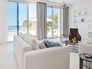 Royal 4 bedroom seafront villa