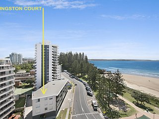Kingston Court unit 4 - Right on the beach in Rainbow Bay Coolangatta