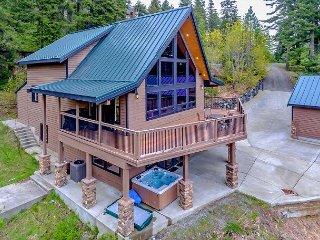 Summer Specials at Lake Forest Lodge! 5BR | 3BA | Hot Tub | Slps 15