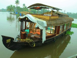 Private Luxury Houseboat in Aleppey with Upperdeck