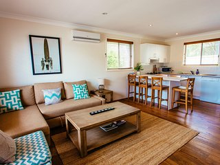 Sunbaker beach house, Culburra Beach - Pet Friendly