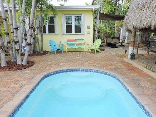 Tiki Getaway 3/2 for 8 Heated Pool, Tiki Hut, Bar, Grill, Tropical Paradise