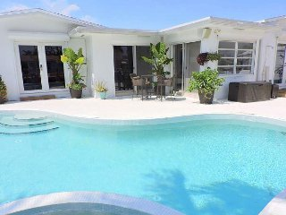 Seahorse House 2/2 for 6 Guests Pool Jacuzzi Waterfront