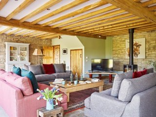 The Barns at Upper House - The Stables sleeps 13-20 Hot Tub,Games Room