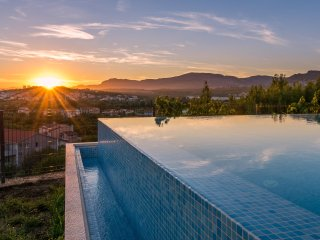Seventh Heaven Villa with infinity pool, near Split city center