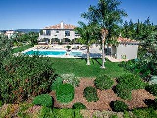 High End 16 person family villa - children oriented - private pool
