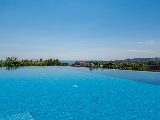 Seventh Heaven Apartment 1&2, infinity pool, near Split