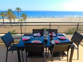 Apartamento de vacaciones con amplia terraza y espectaculares vistas en Salatar,