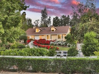 An oasis in heart of Temecula near Wineries, Malls, Restaurants and Old-Town.
