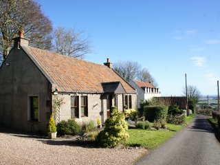 Hamnavoe Cottage, Lucklawhill, Nr St. Andrews, stunning views