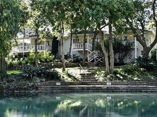 THE BEST PLACE TO STAY ON THE COMAL RIVER - 403C