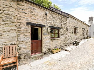 Y STABL, romantic, cosy, pretty surroundings, nearby pub, near Betws-y-Coed, Ref