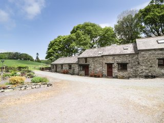 BONNYN DERW COTTAGE, romantic, cosy cottage, pretty grounds, exposed beams
