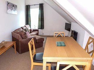 SEAGULLS REST, lovely third floor flat, WiFi, near beach and North Downs Way Nat