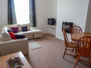 GUILLEMOT RISE, great second floor flat, Beach 1 mile, near North Downs Way
