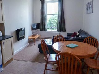 KITTIWAKE RIDGE, bright, spacious first floor apartment, WiFi, near amenities