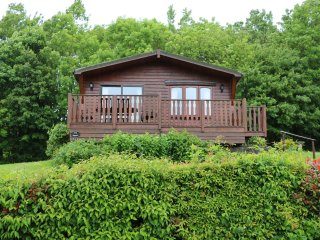 OAK LODGE, decking with views, en-suites, in Narberth, Ref 956011