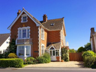 The Bouldnor - Characterful seaside house - spectacular Solent sea views