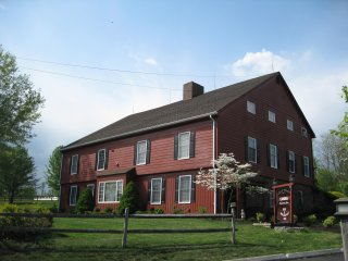 Canna Country Inn - 1850's Restored Barn near Hershey / Harrisburg sleeps 26