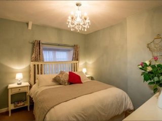Mint Leaf Cottage, Bruton (FREE Parking / FREE WiFi)