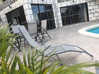 La terrasse et la vue sur le logement