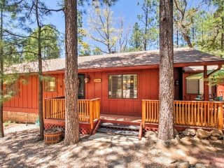 NEW! 'Love Cabin Hideaway' Inviting 2BR Pinetop Cabin!