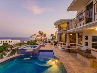 Spacious Vacation Home Perfect for Entertaining: *Villa Alegria, 7 BR