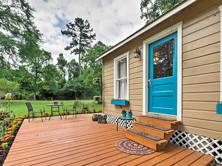NEW! Lovely Spring Studio-Cabin w/Grilling Patio!