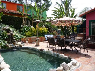 *BUNGALOW celebrity estate guest house. Gated/tropical resort/pet/pool/spa/BBQ