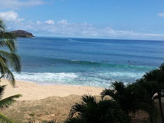 Oceanfront oasis on gorgeous beach great surfing,, scuba, snorkeling & sunsets.