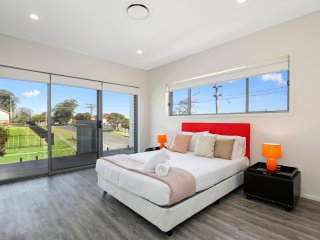 PRINCES VILLA 67A - SYDNEY  Modern, 4Bdrm Great value for groups & longer stays