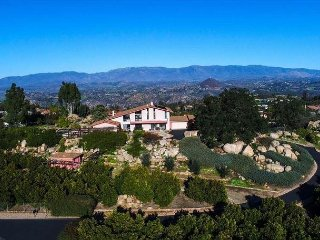 One-Of-A Kind 4BR Hilltop Estate w/ Pool, Spa & Fire Pit – Panoramic Views