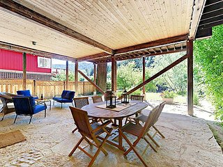 Russian River Log Cabin - Recently Renovated on Riverfront