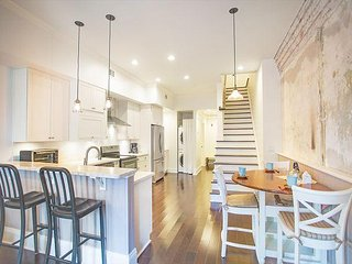 Stay with Lucky Savannah: Spectacular Two Story Loft on Broughton Street