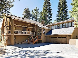 Large 5BR Mountain w/ Hot Tub, Decks, Barbecue & Game Room