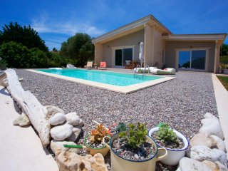 Driftwood Villa - Luxurious Private villa with pool at St Thomas beach Kefalonia