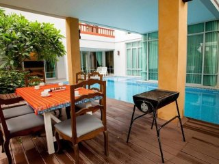 Nagawari 6 bedroom pool villa sleeps 16