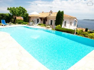 Camila 211006 villa for 8 with wonderful sea view over bay of Saint Tropez, pool