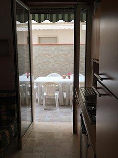 cucina sala pranzo e ingresso versanda esterna